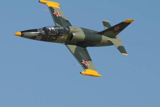 Во время учений рухнул в Азовское море российский военный самолет Л-39