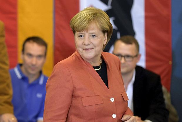 Партия Меркель побеждает на выборах в Бундестаг