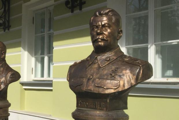 УМоскві відкривають «алею» збюстами Сталіна і Леніна