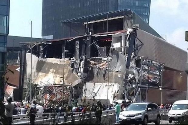 Как карточный домик: В Мехико обрушился дорогой торговый центр