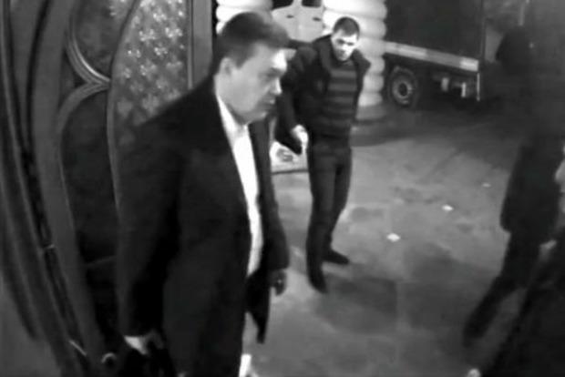 Участники марафона повторили побег Януковича: появилось видео