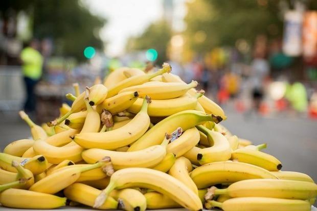 Полируют кожу и выводят бородавки: 15 фактов о бананах, которые вы не знали