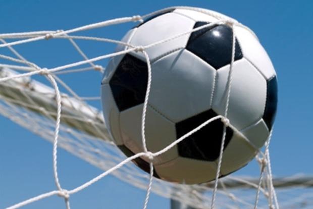 Вратарь одесского клуба попал мячом в проезжавший мимо троллейбус