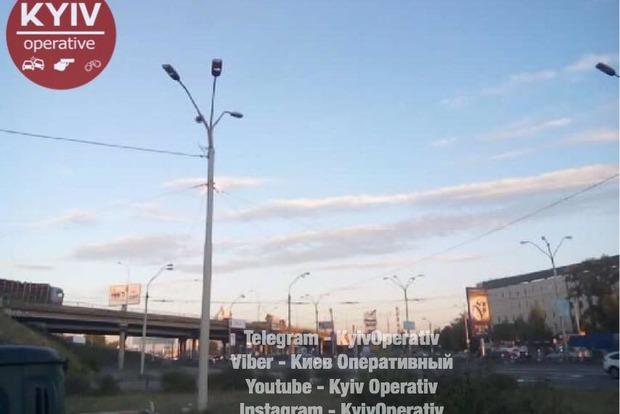 В Киеве на Петровке столкнулись грузовики, движение заблокировано