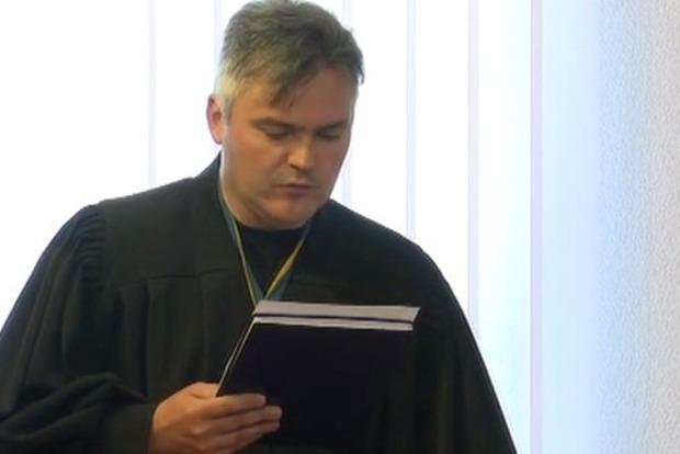 Суд отпустил под личное обязательство голозадого пранкера