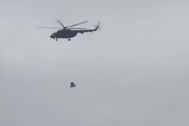 Гравицапу переносят: над Кремлем заметили военные вертолеты со странным грузом