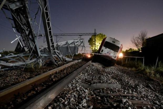 Поезд «Интерсити» в Греции врезался в жилой дом, есть погибшие