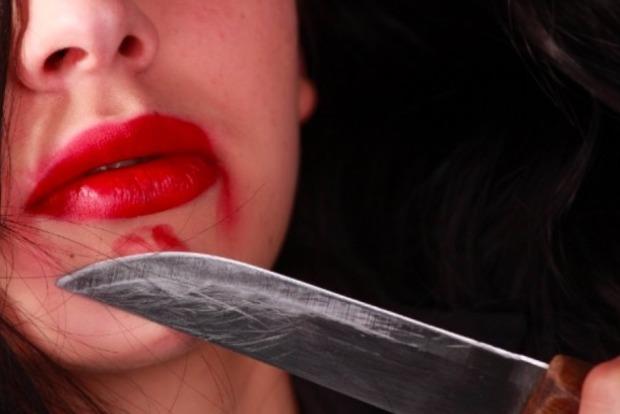 В Киеве женщина с ножом напала на двух пьяных «конкуренток» из-за ревности
