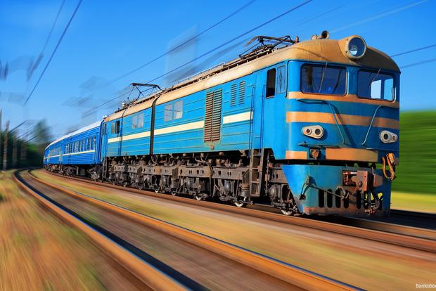 В Запорожской области поезд протаранил легковой автомобиль