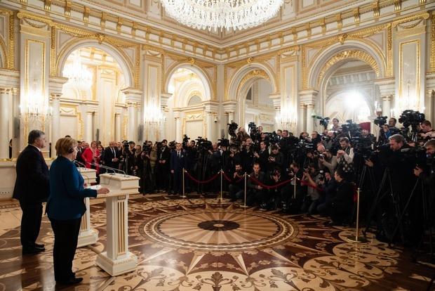 Порошенко засмутився через те, що його не внесли до списку санкцій Росії