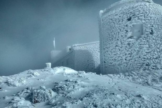 Карпаты засыпало полуметровым снегом (ФОТО)