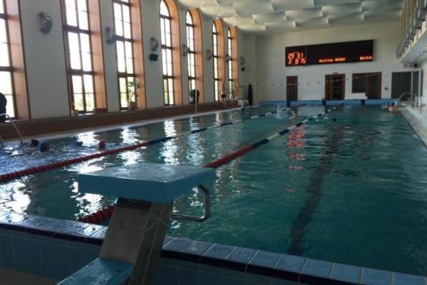 В Николаеве бассейн ремонтируют несколько лет. Дети занимаются сухим плаваньем