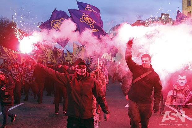 В честь УПА по центру Киева прошло факельное шествие