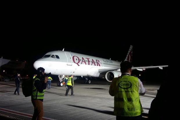 Самолет Qatar Airways впервые приземлился в Украине