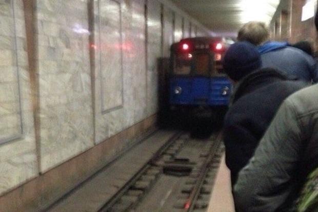 Мужчина бросился под поезд в Харьковском метро