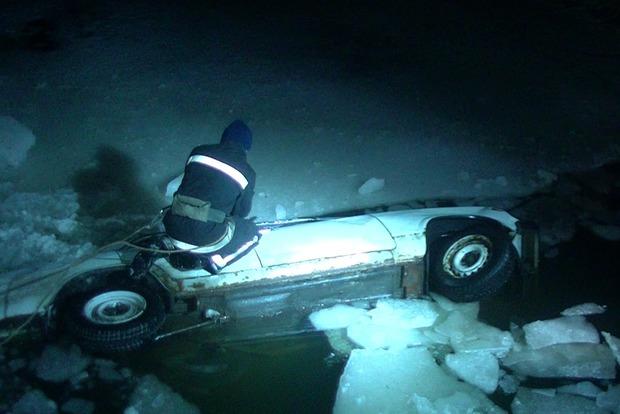 В Харькове машина рухнула с моста в реку, есть жертвы