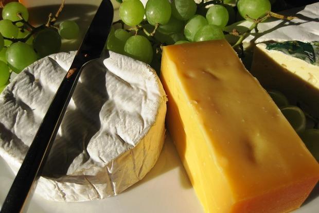 Як правильно зберігати сир, щоб він не втрачав смак і запах