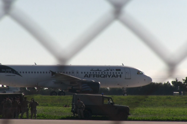 Власти Мальты сообщили об освобождении экипажа захваченного ливийского самолета