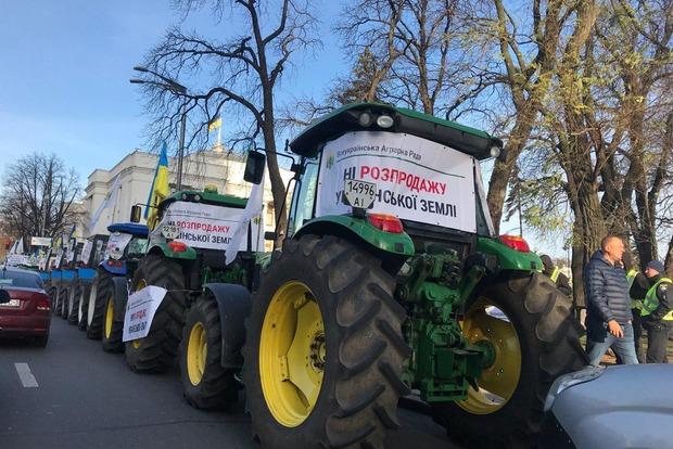 Под Радой собирается огромный митинг против распродажи земли