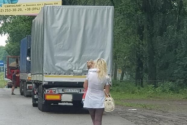 Оставляла ребенка на переднем сидении: на Львовщине мать-проститутка водила дочку на панель