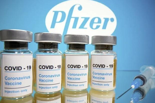 Прививка против коронавируса вызвала паралич лица у 13 человек