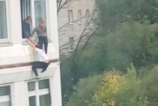 В Подмосковье ученик устроил в школе стрельбу, есть раненые
