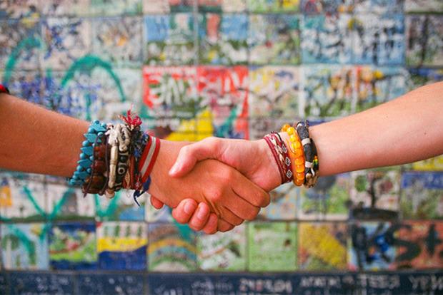 6 советов как всем нравиться и быстро находить друзей