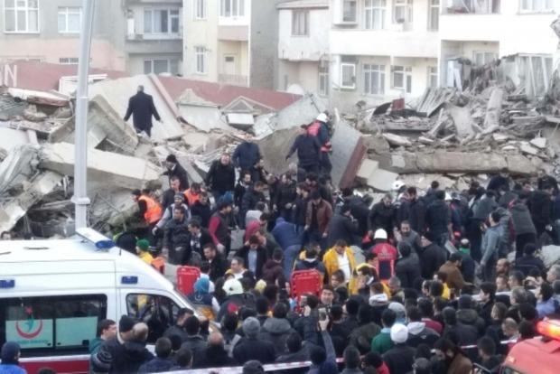 В Стамбуле обрушилось 7-этажное здание