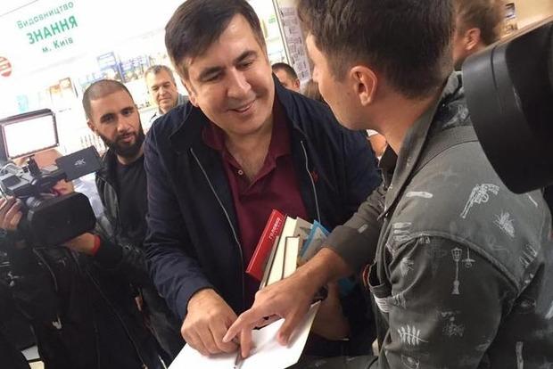 Кортеж Саакашвили остановила полиция из-за нарушения ПДД