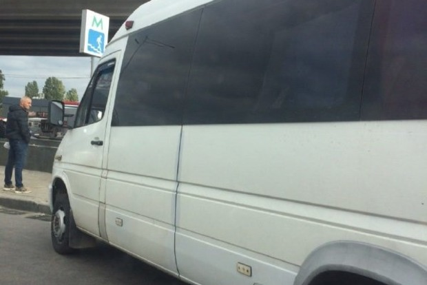 В Киеве трое головорезов захватили маршрутку с людьми