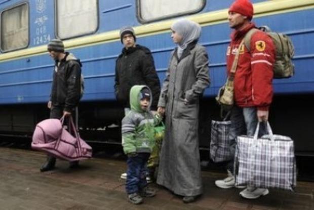 Кабмин на месяц продлил идентификацию в «Ощадбанке» для переселенцев из Донбасса и Крыма