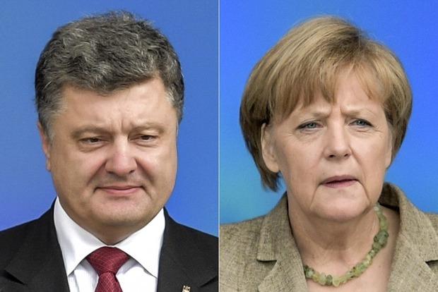 Порошенко призвал Меркель решительнее действовать для освобождения украинских заложников