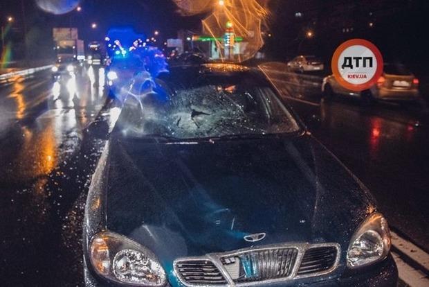 В Киеве пешеход погиб на крыше Daewoo Lanos