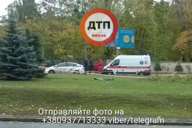 Возле метро в Киеве нашли умершего мужчину