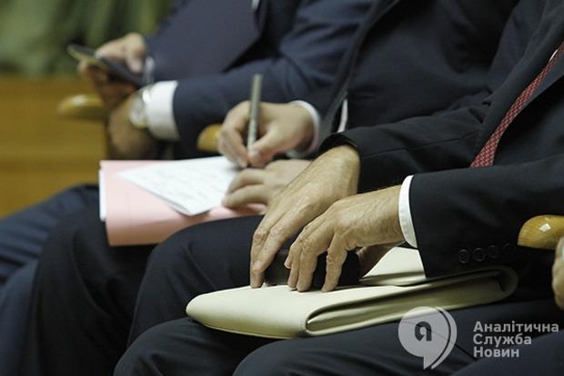 Служу государству: кому вернут VIP-пенсии