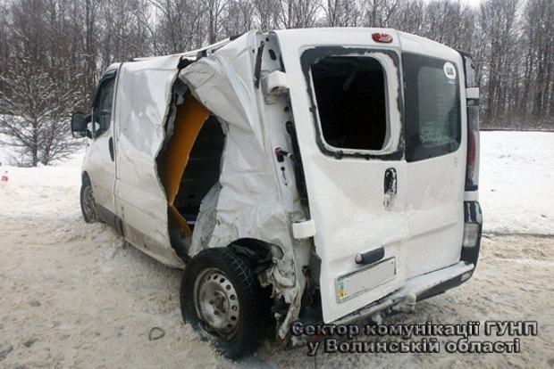 В Волынской области микроавтобус влетел в маршрутку, есть пострадавшие