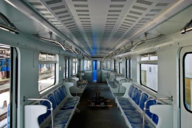 Завтра киевское метро будет работать на час дольше
