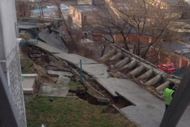 В Киеве обвалился фасад жилого дома