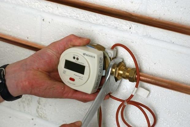 Теперь все украинцы обязаны установить в квартирах счетчики на тепло и воду. Принят новый закон