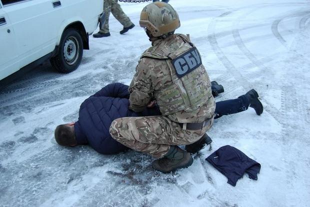 СБУ затримала поліцейських-наркоторговців уЧернігові