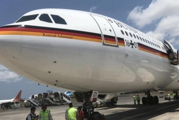 Самолет Меркель экстренно приземлился из-за сбоя электронных систем