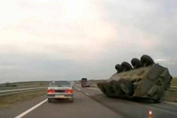 Волонтер: Под Марьинкой перевернулся БТР, есть погибший