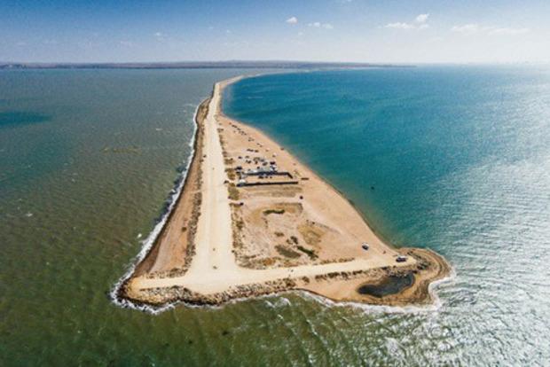 Ванексованому Криму «передали» частину острова Тузла у«власність» РФ