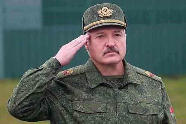 Лукашенко: Украинские танки заправляет Россия