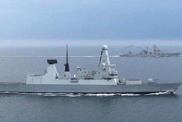 Біля кордонів Великої Британії помітили російські військові кораблі