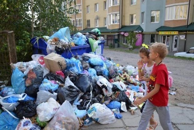 Во Львове наступил день освобождения города от мусора