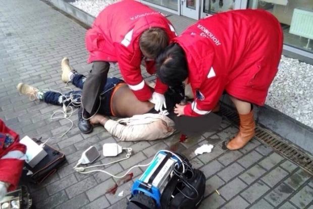 Иностранец внезапно скончался посреди улицы в Днипре