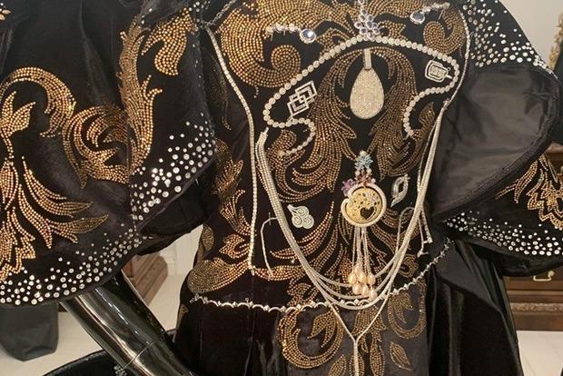 500 тыс. долларов. В Украине сшили самое дорогое платье в истории