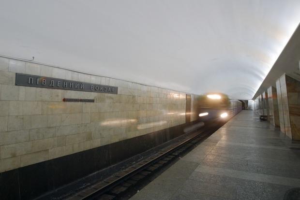 В Харькове на станции метро «Южный вокзал» скончалась женщина