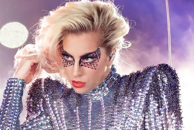 Леди Гага празднует 33-летие: лучшие образы королевы монстров